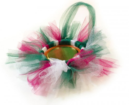 Back of the Tulle Wreath Photo Frame ornament showing mason jar lid
